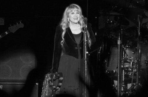 Stevie Nicks of Fleetwood Mac performing in 2013